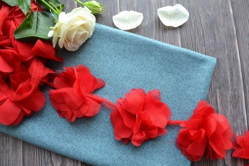 • Шифоновый цветочек Ширина: 7 см. Цена указана за 1 шт.