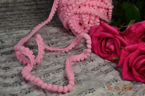• Лента с помпонами розовая. Размер 10мм, размер помпона 0,5мм.  Цена указана за 1 метр.