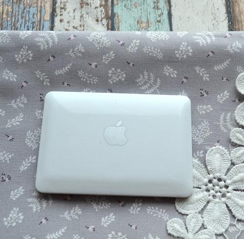 • Белый ноутбук для кукол.  Аксессуар для кукол.  Размер 9,5* 6,7* 0,8 см.  Цена указана за 1 шт.