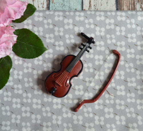Скрипка для куклы коричневая 3*9см
