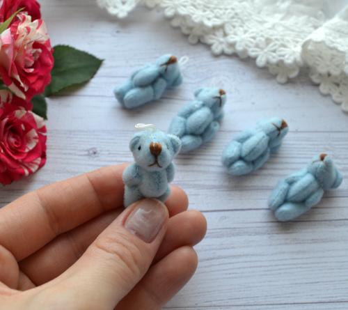 Мишка для куклы голубой 3,5см • ALB19