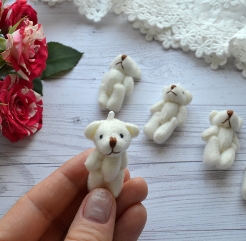 • <h5>Мишка для куклы молочный</h5> Размер 3,5 см. Цена указана за 1 шт.