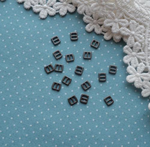 • Мини пряжка черное серебро. Размер 6*5 мм Цена указана за 1 комплект (4 шт).