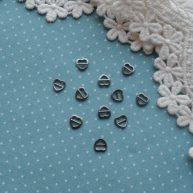 Пряжка сердечко для кукольной одежды черное серебро 4шт. —