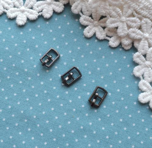 Пряжка для кукольной одежды 6*10мм черное серебро 2шт. • MF52