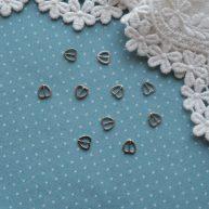 Пряжка сердечко для кукольной одежды серебро 6*6мм
