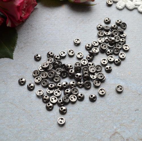 • Круглые металлические пуговицы для кукольной одежды. Фурнитура для кукольной одежды, рукоделия или декора. Цвет: черное серебро. Размер: 4мм. Цена указана за 10шт.