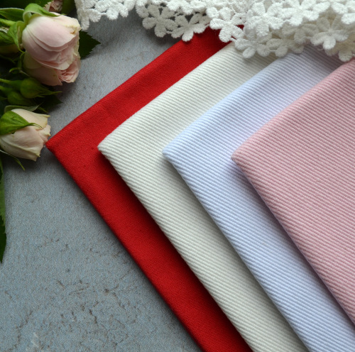 • Джинсовая ткань молочная. Ширина ткани 150см. Цена указана за 1 отрез 1 отрез – 20*50см 2 отреза - 40*50см 3 отреза - 60*50см … 7 отрезов 140*50см