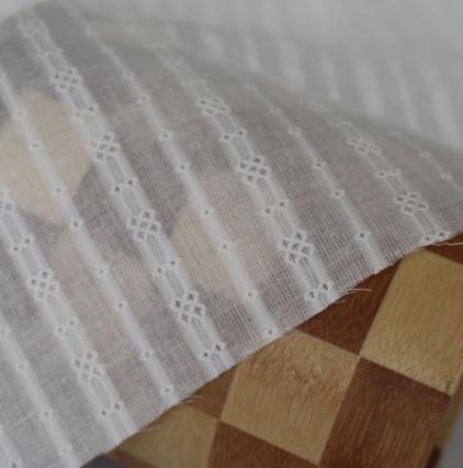 • Батист вышитый в полоску экрю для кукольной одежды и рукоделия. Ширина ткани 140см. Цена указана за 1 отрез. 1 отрез – 25*45см 2 отреза - 50*45см 3 отреза - 50*45см + 25*45см 4 отреза - 50*90см …