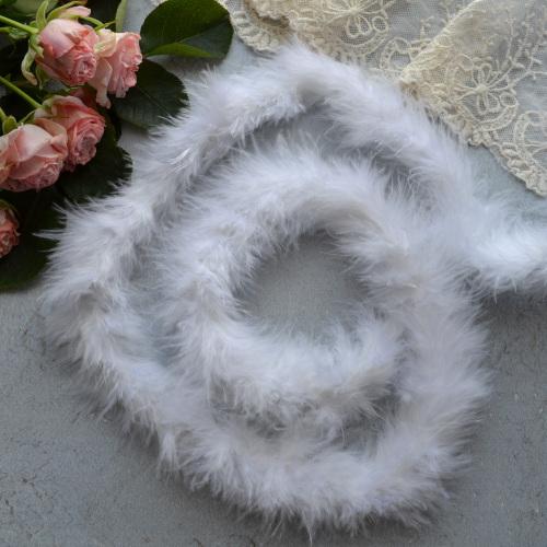 Боа из периев белое AL08