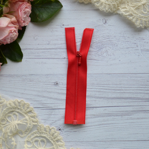 • Молния красная. Размер 11 * 2,6 см Цена указана за 1 шт.