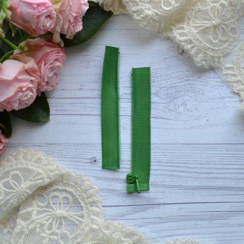 • Молния зеленая. Размер 8 * 2,4 см Цена указана за 1 шт.