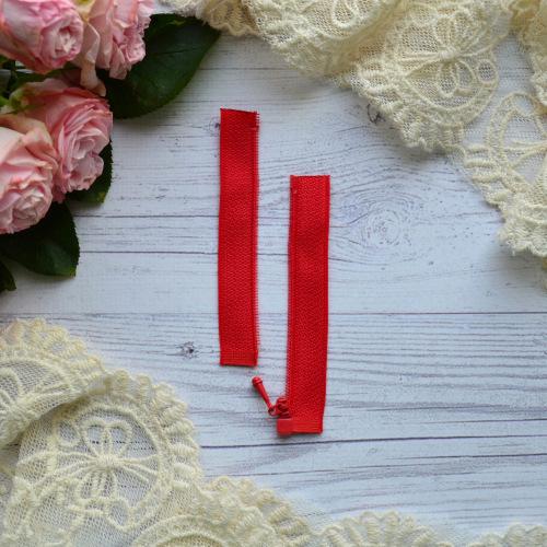 • Молния  красная. Размер  8 * 2,4 см Цена указана за 1 шт.