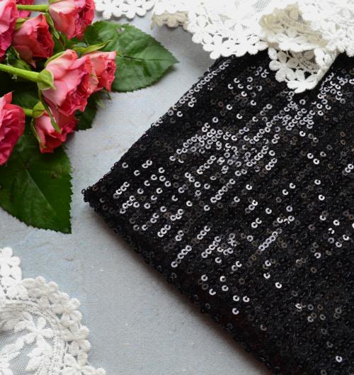 • Пайеточная стрейчевая ткань черная. Ширина ткани 130см. Размер пайетки 3мм. Цена указана за 1 отрез 1 отрез – 21*58см 2 отреза - 42*58см 3 отреза - 63*58см 4 отреза - 84*58см …