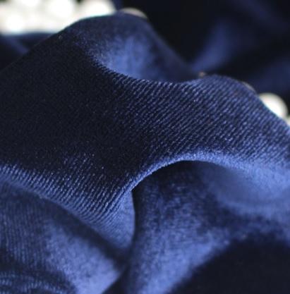 • Бархатная ткань синяя. Ширина ткани 160см. Цена указана за 1 отрез 1 отрез – 19*50см