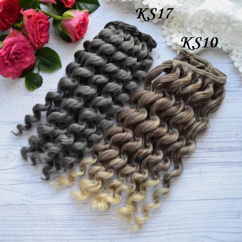 • <h5>Искусственные волосы для кукол KS17 на трессе</h5>  Подходит для создания тектсильной куклы или рестайлинга старой. Длина волос 17 см, ширина треса 1 метр.  Цена указана за 1 метр.