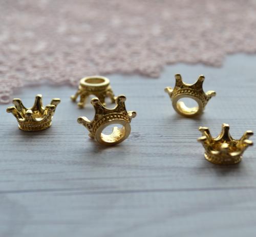 • Корона для куклы желтое золото. Размер 15*7 мм. Цена указана за 1 шт.