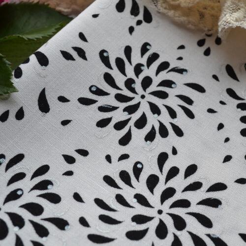 • Хлопковая ткань для пэчворка и рукоделия. Американский хлопок c рисунком цветка и серебряным напылением. Ширина ткани 110см. Цена указана за 1 отрез. 1 отрез – 38*48см.
