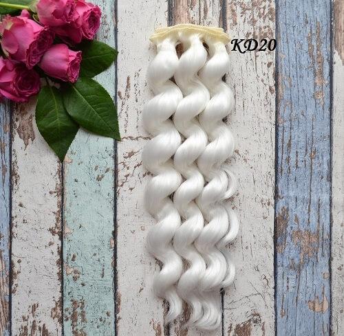 • Волосы для кукол. Искусственные волосы для текстильных кукол и для восстановления волос и рестайлинга. Длина волос 25 см, ширина трессы 1 метр. Цена указана за 1 метр.