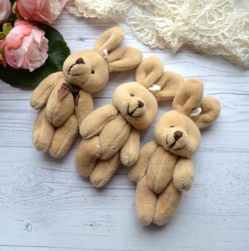 • <h5>Зайка для куклы коричневый</h5> Размер 12 см с ушками. Цена указана за 1 шт.