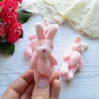 Зайка для куклы розовый с белыми ушками 8 см
