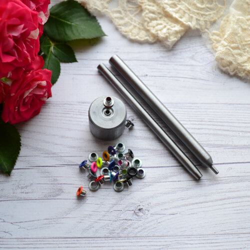 • Инструмент для установки люверсов размером 2,5 мм Цена указана за 1 набор.