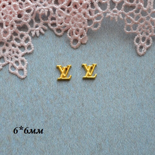 • Логотип Louis Vuitton золото. Размер 6*6 мм Цена указана за 2шт.