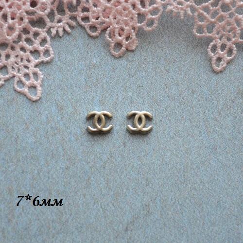 • Логотип Chanel серебро. Размер 7*6 мм Цена указана за 2шт.