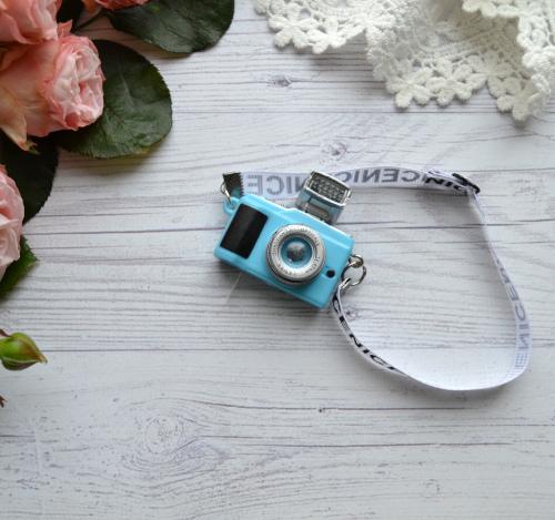 • Фотоаппарат голубой. Размер 4*4 см Цена указана за 1 шт.