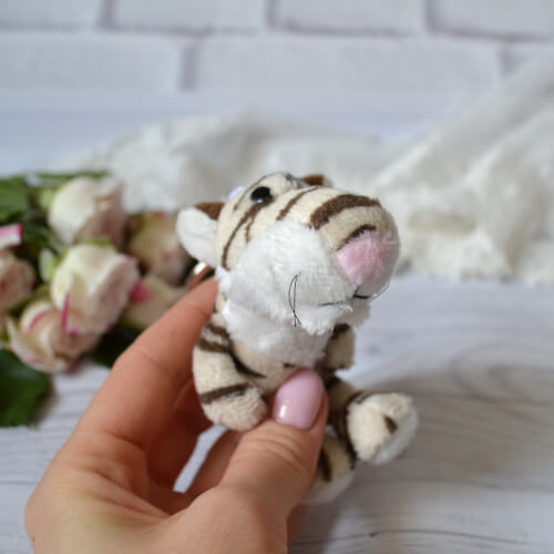 • Тигр. Размер 9 см. Цена указана за 1 шт.