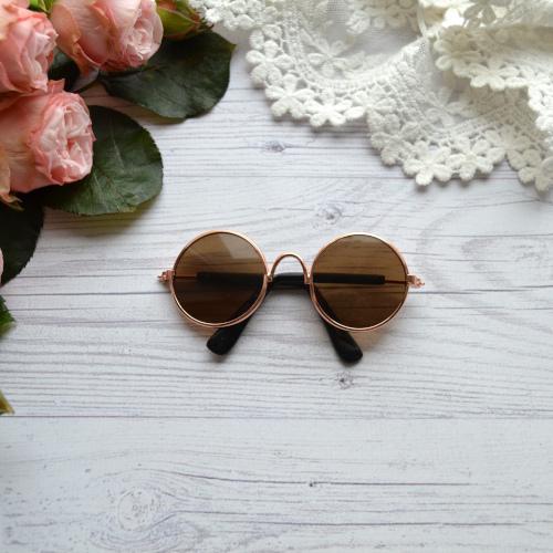 • Очки с золотой оправой. Размер 8*3 см. Цена указана за 1 шт.