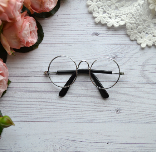 • Очки с серебряной оправой без линз. Размер 8*3 см. Цена указана за 1 шт.