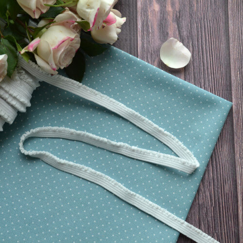 • Кружево-резинка ажурное. Для декора кукольной одежды, шитья, скрапбукинга и прочего рукоделия. Ширина: 9 мм. Цена указана за 1м.