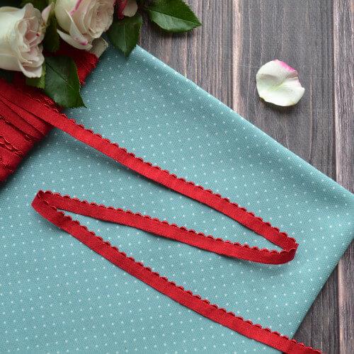 • Кружево-резинка красное. Для декора кукольной одежды, шитья, скрапбукинга и прочего рукоделия. Ширина: 8 мм. Цена указана за 1м.