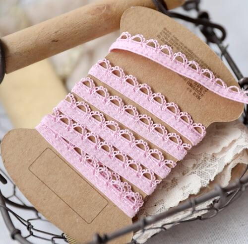 • Кружево-резинка розовое. Для белья, носочков кукле, декора кукольной одежды, шитья, скрапбукинга и прочего рукоделия. Ширина: 9 мм. Цена указана за 1м.