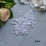 Пуговицы для кукольной одежды белые цветы 6 мм B193