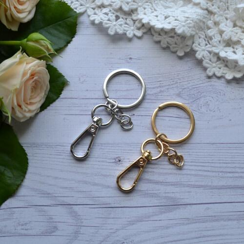 • Основа для брелка с карабином золото . Размер кольца 30 мм Цена указана за 1 шт.