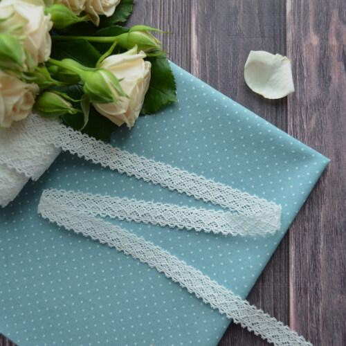 • Кружево симетричное белое. Для декора кукольной одежды, шитья, скрапбукинга и прочего рукоделия. Ширина: 12 мм. Цена указана за 1м.