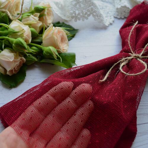• <h5>Фатин средней жескости бордовый</h5> Ширина ткани 160 см. Цена указана за 1 отрез 1 отрез – 30*80см. 2 отреза - 30*160см ... 4 отреза- 60*160см …