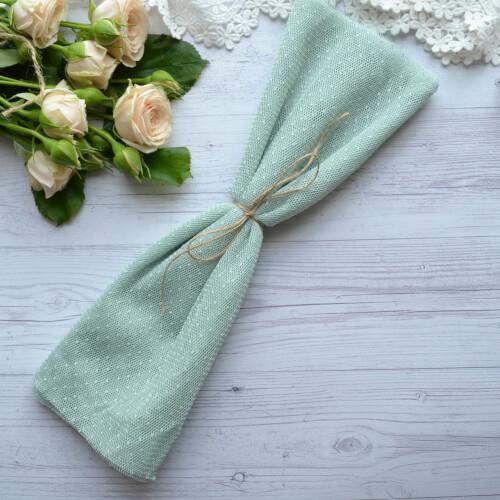 • <h5>Фатин средней жескости бледно-зеленый</h5> Ширина ткани 160 см. Цена указана за 1 отрез 1 отрез – 30*80см. 2 отреза - 30*160см ... 4 отреза- 60*160см …
