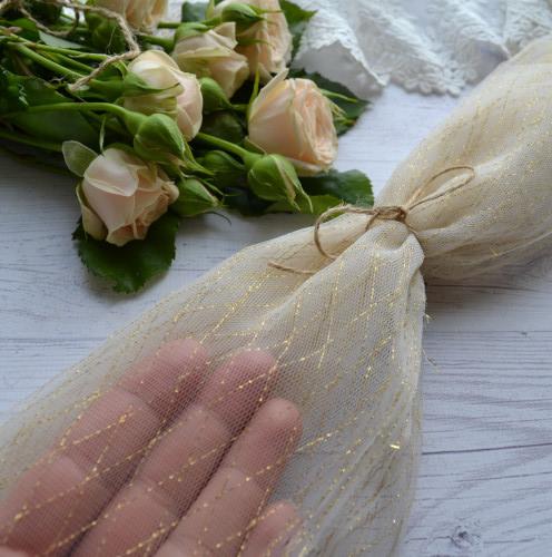 • <h5>Фатин средней жескости белый с золотом</h5> Ширина ткани 150 см. Цена указана за 1 отрез 1 отрез – 30*75см. 2 отреза - 30*150см ... 4 отреза- 60*150см …