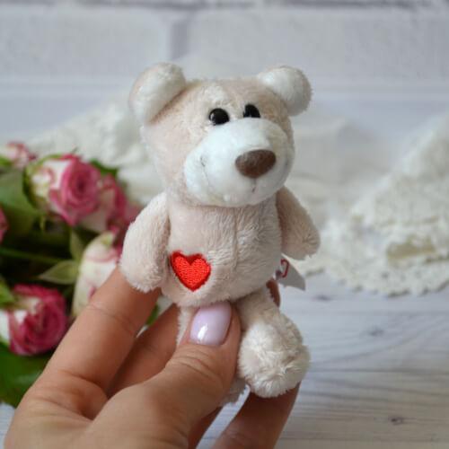 • Игрушка для куклы Мишка с сердечком. Размер 11 см. Цена указана за 1 шт.