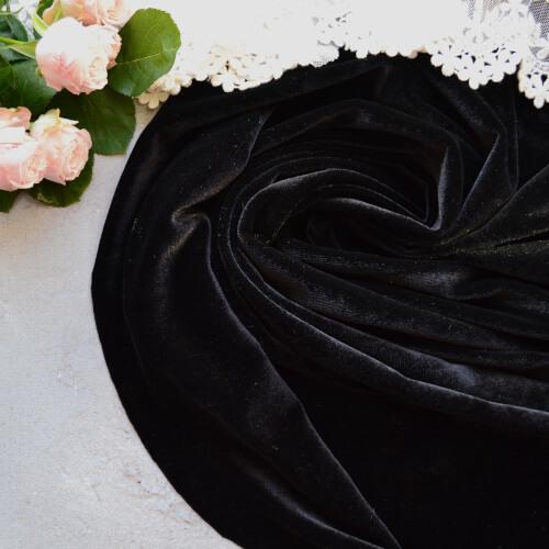 • Бархатная ткань черная. Ширина ткани 160см. Цена указана за 1 отрез 1 отрез – 19*50см